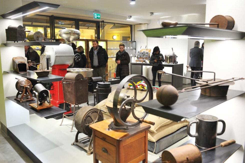 Bontadin kahvipaahtimon yhteydessä avattiin hiljattain museo, jossa voi muun muassa tutustua kahvilaitteiden kehitykseen kautta aikojen.