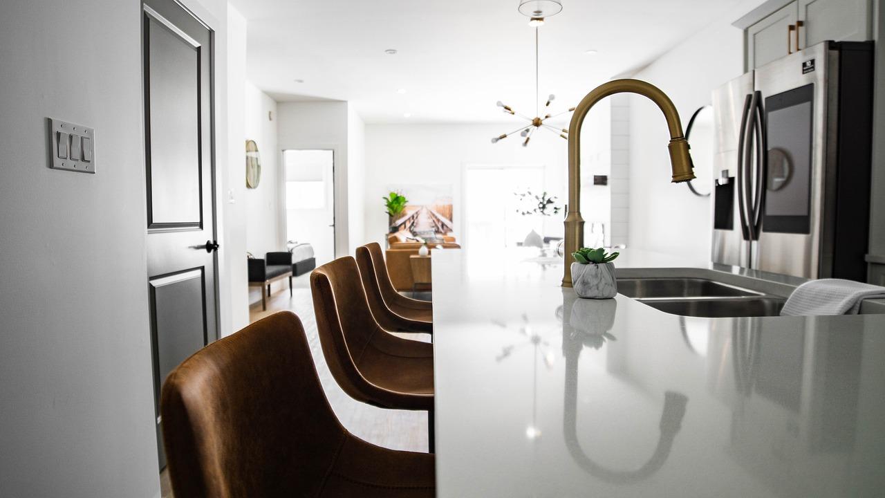 Home Kitchen Interior  - justinedgecreative / Pixabay