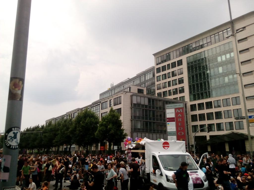 Manifestantes na praça Millerntorplatz, Hamburgo, 7 de julho de 2017 - Foto de Frederico Carreiro