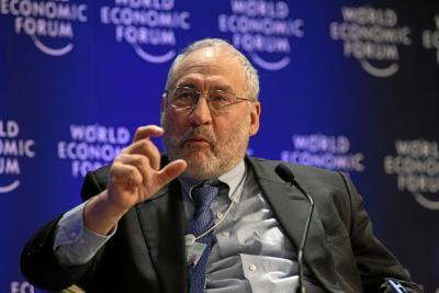 """""""A austeridade conduz ao desastre"""". Entrevista a Joseph  Stiglitz ao jornal francês Le Monde, na qual falou sobre a sua análise  da crise do euro."""