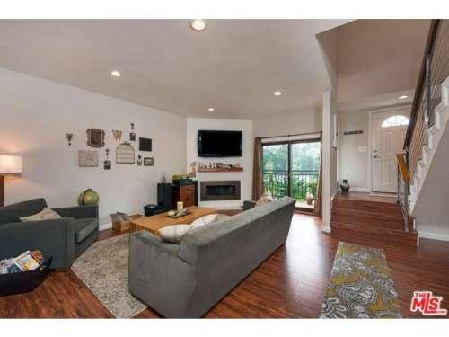Esquire Real Estate Brokerage $600k in la Townhome
