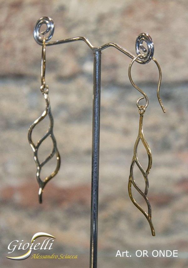 Orecchini in oro giallo realizzati a mano