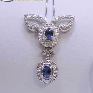 Girocollo in argento con pendente modello rosetta con centrale zircone blu