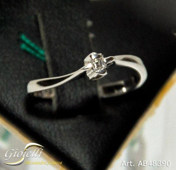 Anello Solitario con diamante taglio Princess