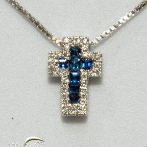 Pendente forma croce di zaffiri e diamanti