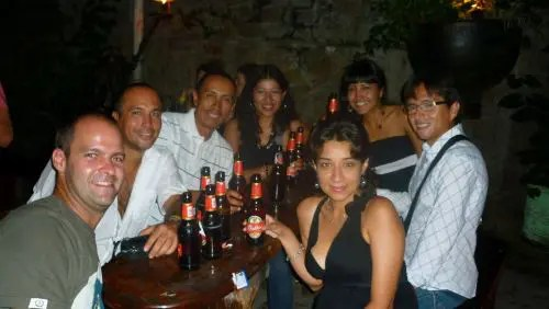 Amigos peruanos que fiz no Relic Bar