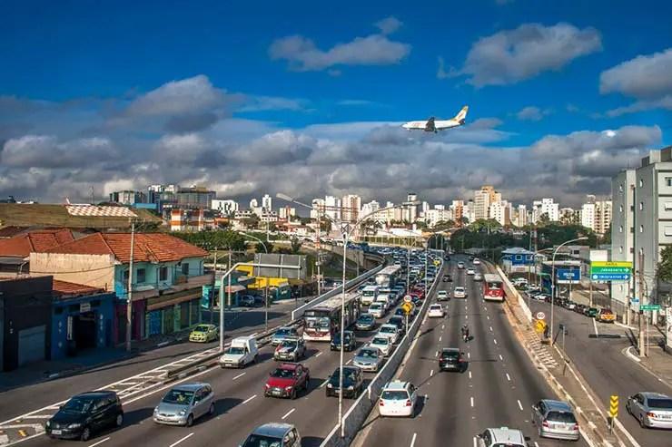 Aeroporto de Congonhas de metrô e ônibus (Por Alf Ribeiro via Shutterstock)