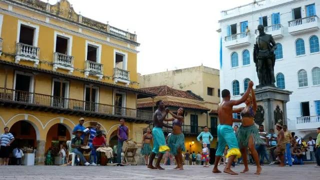 Dançarinos colombianos em Cartagena (Foto: Esse Mundo É Nosso)