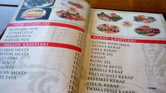 Cardápio em Üsküdar, Istambul (Foto: Esse Mundo É Nosso)