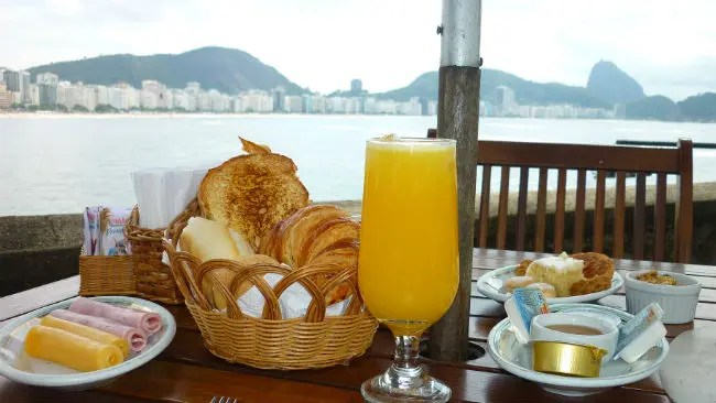 Café da manhã no Forte de Copacabana (Foto: Esse Mundo é Nosso)