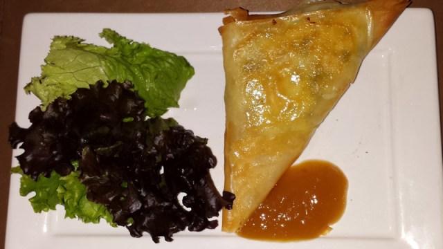 Triângulo crocante de ricota com espinafre - Ghee Restaurante (Foto: Esse Mundo É Nosso)