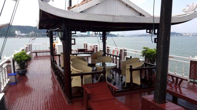 Barco em Halong Bay, Vietnã (Foto: Esse Mundo É Nosso)