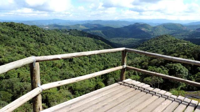 Mirante na trilha da Pedra Redonda em Monte Verde, Minas Gerais (Foto: Esse Mundo É Nosso)