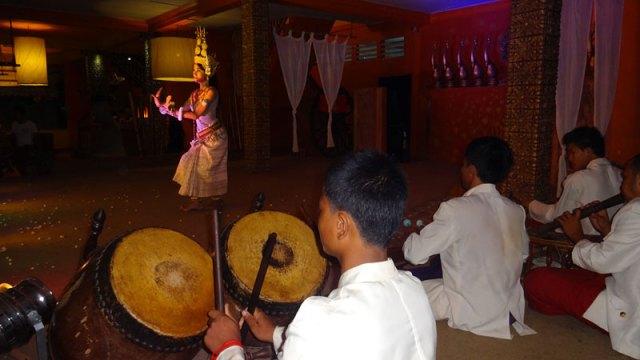 Dança típica no Temple Balcony, em Siem Reap, Camboja (Foto: Esse Mundo É Nosso)