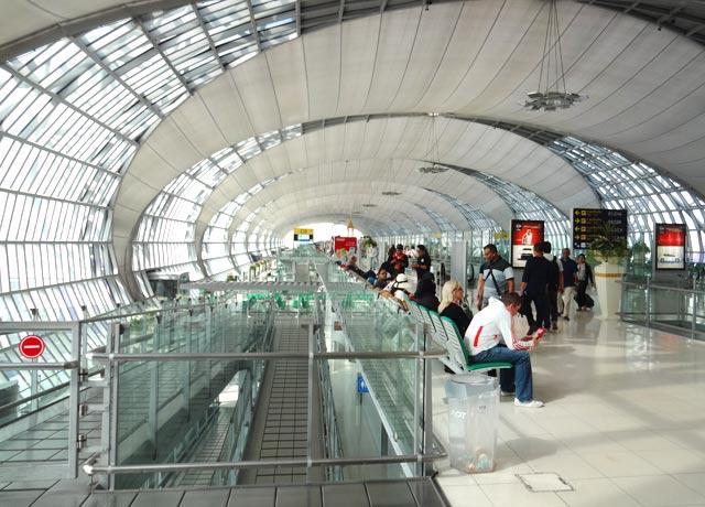 Dicas para viajar pra Tailândia: Aeroporto de Bangkok (Foto: Esse Mundo É Nosso)
