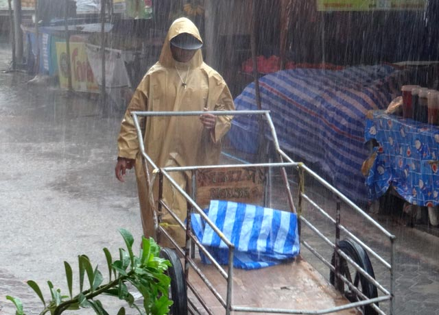 Dicas para viajar pra Tailândia: Chuva em Koh Phi Phi (Foto: Esse Mundo É Nosso)