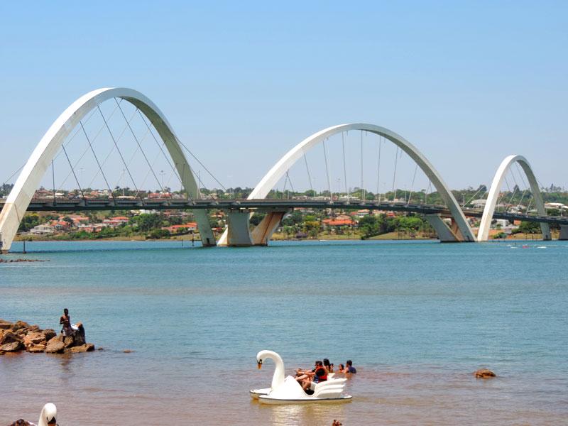 24a4255e1 Brasília  Ponte JK e stand up paddle no Lago Paranoá