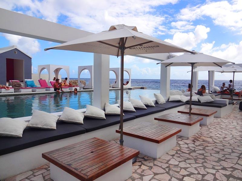 Onde comer em Curaçao - Saint Tropez Ocean Club (Foto: Esse Mundo É Nosso)