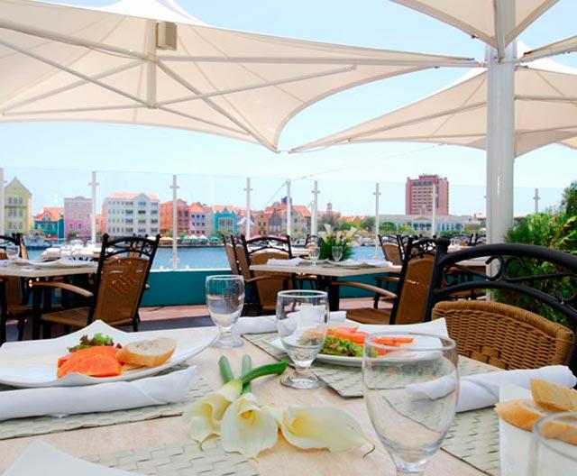 Onde comer em Curaçao - La Bahia (Foto: Divulgação)