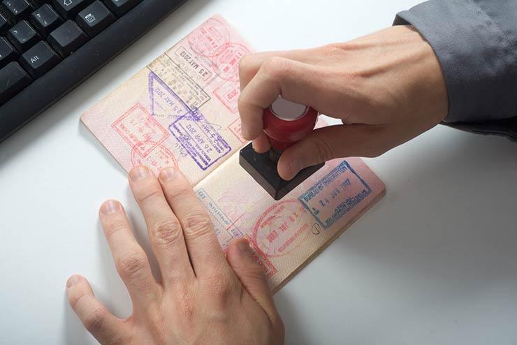 Documentos para entrar na Europa (Foto via Shutterstock)