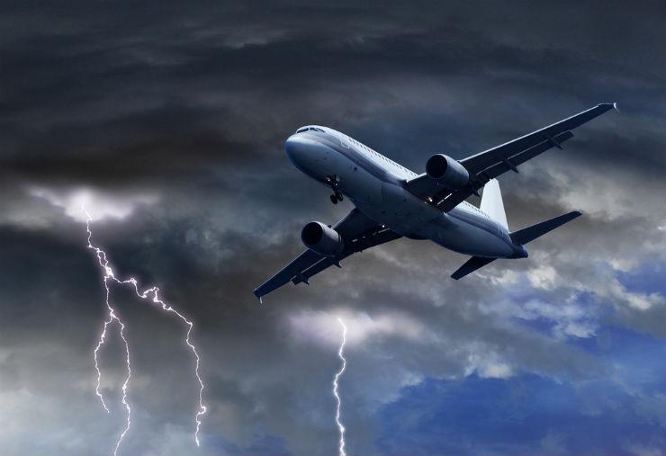 Mitos e verdades sobre viajar de avião (Foto via Shutterstock)