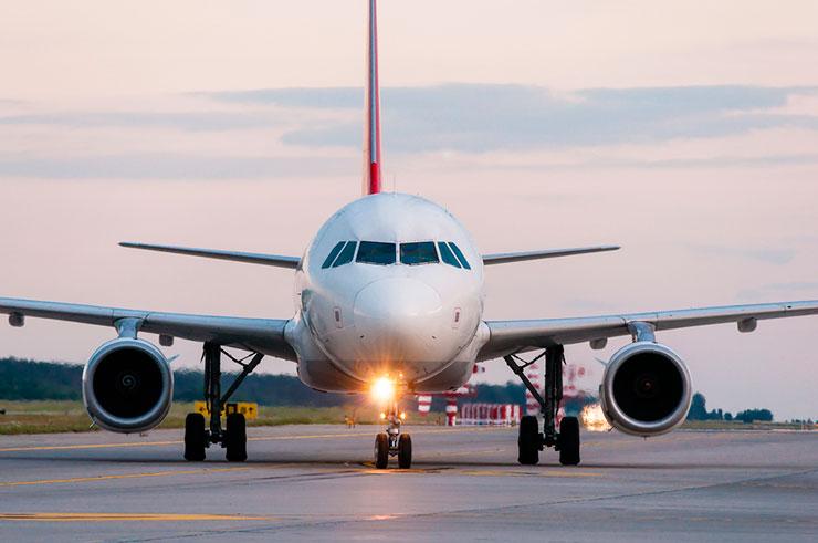 Sabia que avião tem buzina? (Foto via Shutterstock)
