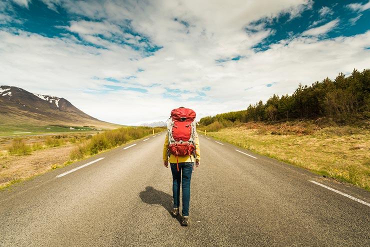 Como comprar menos pra viajar mais (Foto via Shutterstock)