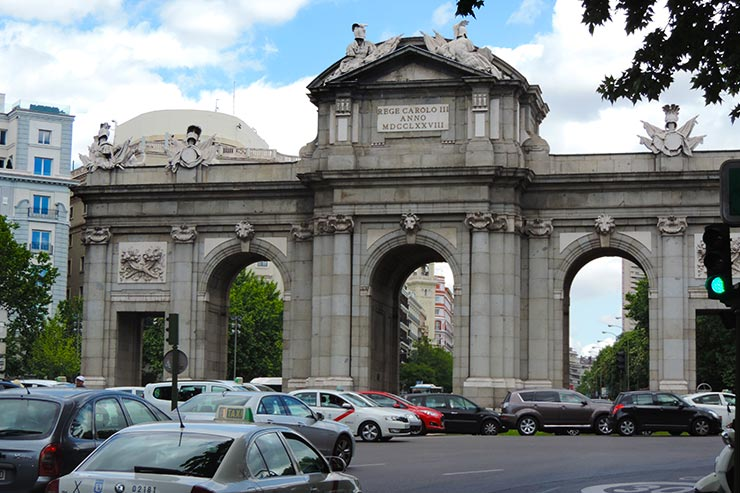 O que fazer em Madrid: Puerta de Alcalá (Foto: Esse Mundo É Nosso)