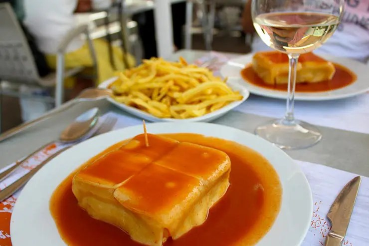 Francesinha, prato de Portugal: Onde comer (Foto: Esse Mundo É Nosso)