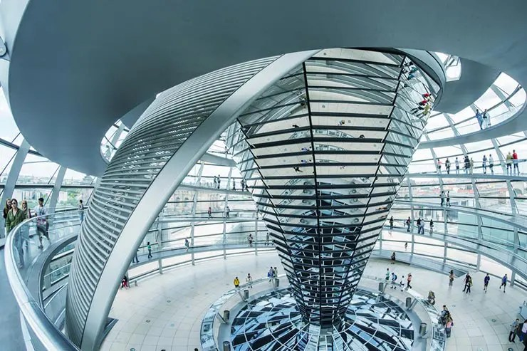Mirantes em Berlim: Reichstag (Foto via Shutterstock)