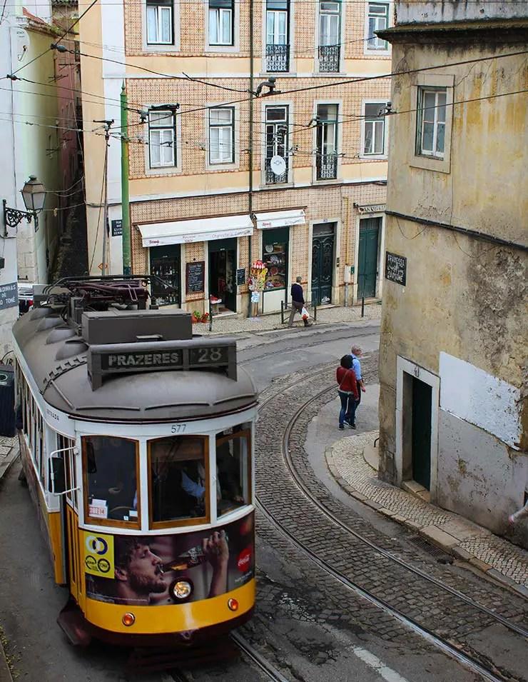 O que fazer em Lisboa com chuva: Elétrico 28 (Foto: Esse Mundo É Nosso)