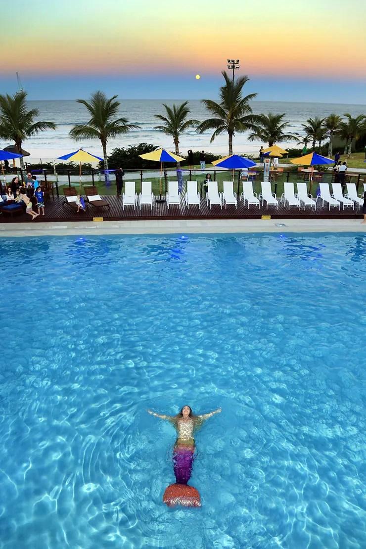 Sereia inaugura a nova piscina do Costão (Foto: Marcus Quint)