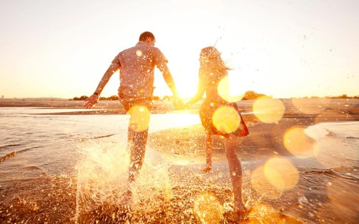 Por que neurocientistas recomendam que você vá mais à praia? (Foto via Shutterstock)