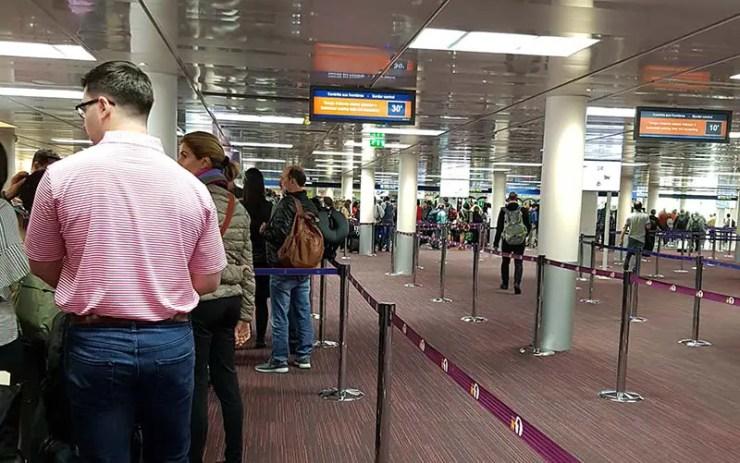 Imigração na França no aeroporto Paris (Foto: Esse Mundo É Nosso)