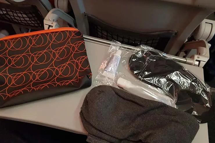 Como é voar com a GOL para Quito - Kit de higiene da Premium Economy (Foto: Esse Mundo É Nosso)