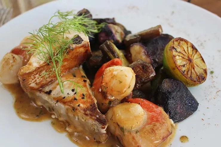Peixe com vieiras, cogumelos e batatas (Foto: Esse Mundo É Nosso)