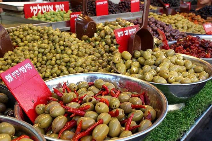 Azeitonas no Mahane Yehuda Market (Foto: Esse Mundo É Nosso)