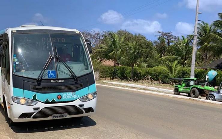 Ônibus em Fernando de Noronha (Foto: Esse Mundo É Nosso)
