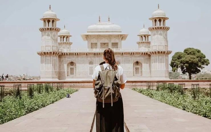 Menina em viagem internacional (Foto: Divulgação)