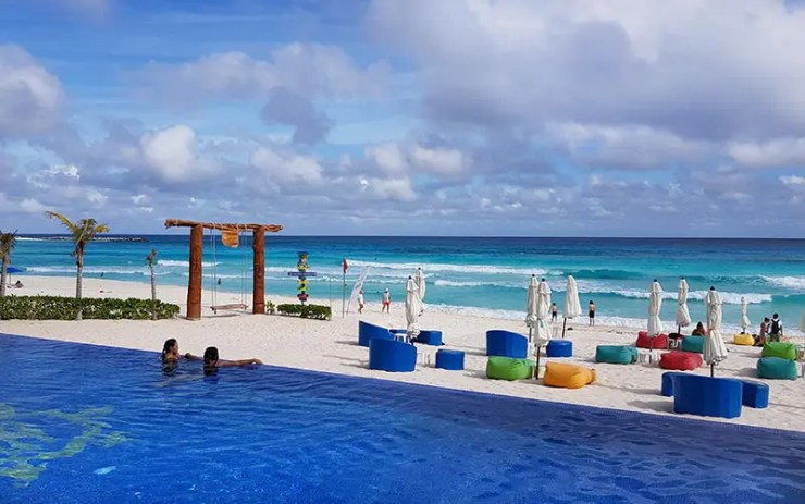 Cancún vai pagar metade do hotel e dar descontos pra quem viajar pra lá