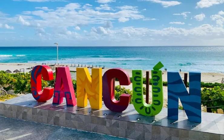 Letreiro de Cancún na Playa Delfines