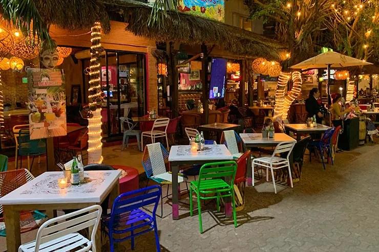 Restaurante na Quinta Avenida em Playa del Carmen (Foto: Esse Mundo é Nosso)