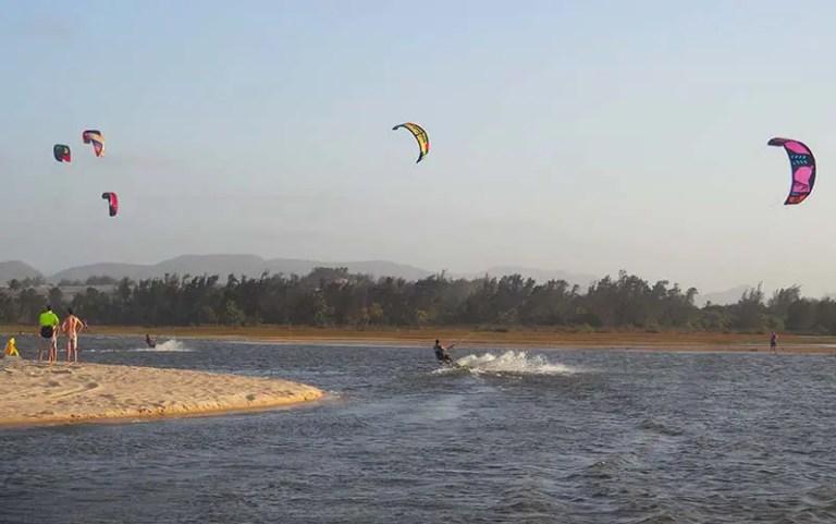 Kitesurf nas lagoas de Cumbuco (Foto: Esse Mundo É Nosso)