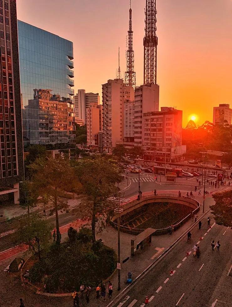 Pôr do sol na região da Avenida Paulista (Foto: Esse Mundo é Nosso)
