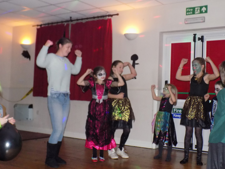 essendine-village-hall-halloween-2015-25