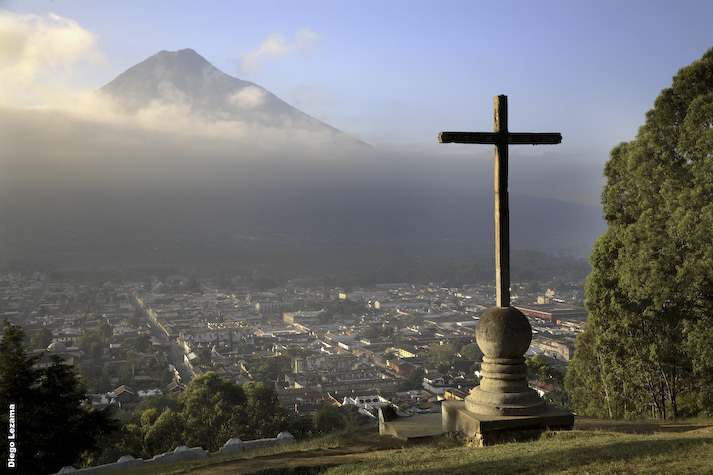 Central AmŽrica, Guatemala, Antigua, the historic center of Antigua viewed from Cerro de la Cruz