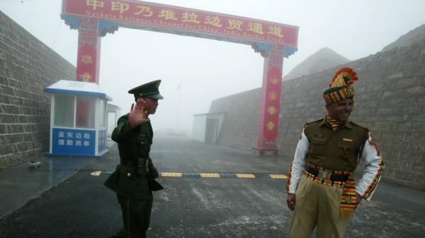 China India Officials at border