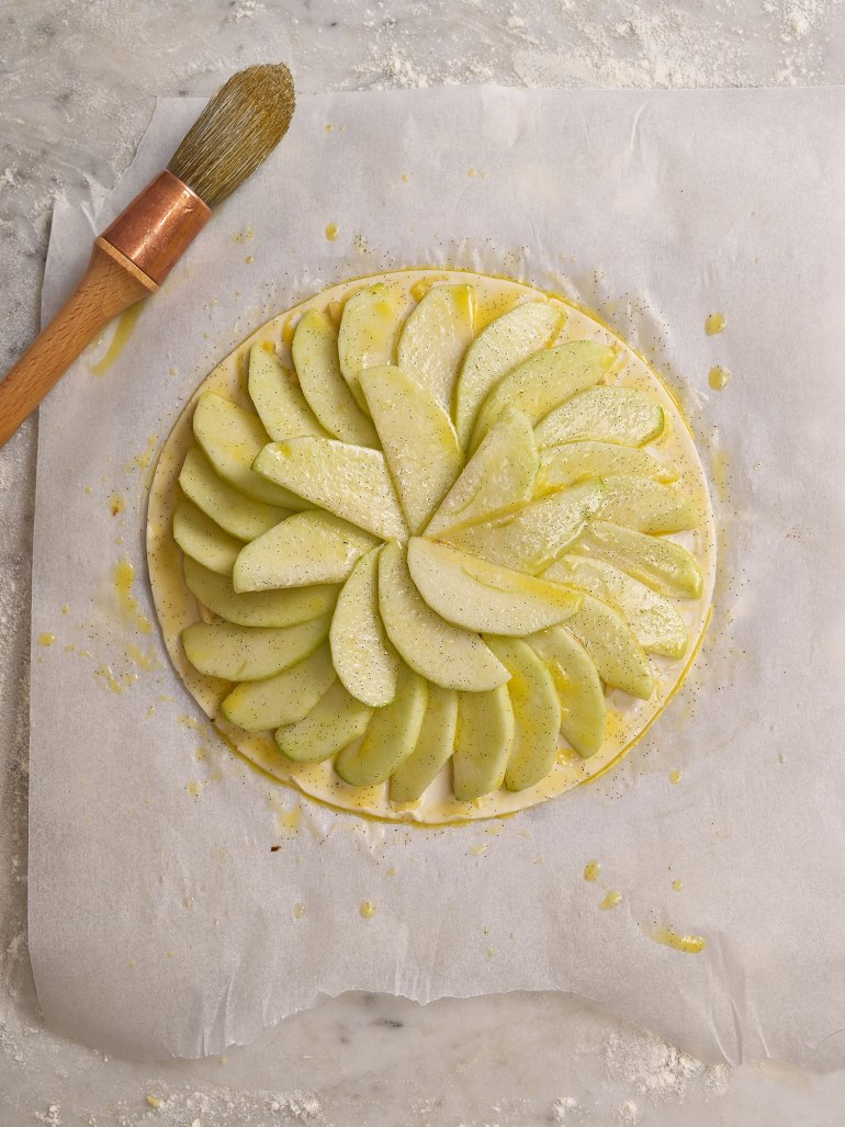 Tarte Fine aux Pommes - arranging the apples on the pastry