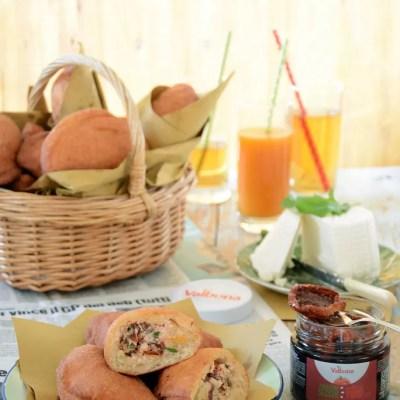 Panzerotti con ricotta, pomodori secchi e rucola