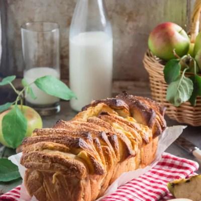 Pull apart bread con mele, nocciole e cannella